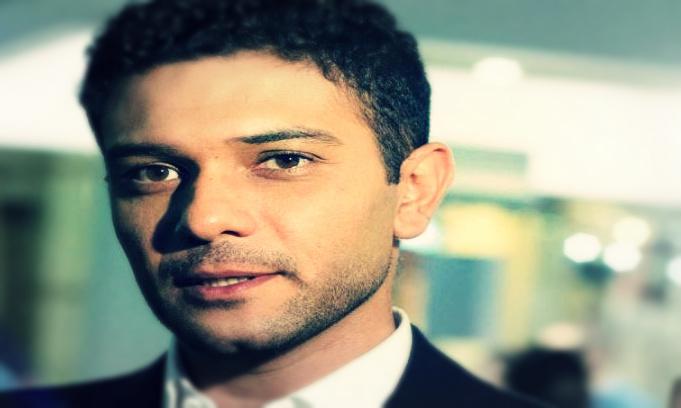 المصري لايت شاهد آسر ياسين يفاجئ جمهوره بصورة مع والده البعض يعتقد أنه ابن محمود ياسين المصري لايت