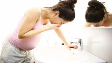 كيفية وقف القيء أثناء الحمل .. إليك 12 علاج منزلي