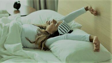 استبدل الوسادات القطنية بهذا النوع.. عادات قبل النوم ستحمي بشرتك من الشيخوخة