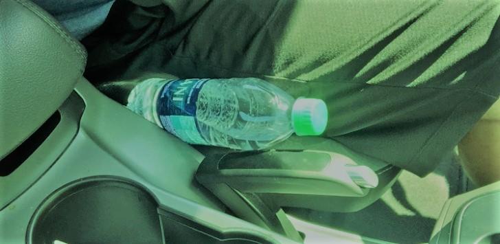 ◄|شاهد|ترك زجاجة مياه داخل سيارتك يسبب كارثة...إليك السبب