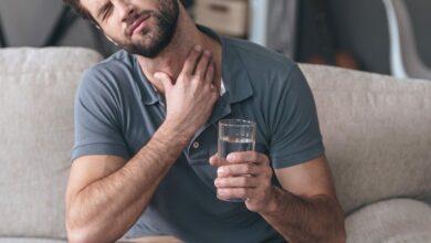 الغرغرة بالماء المالح.. لالتهاب الحلق وآلام الأسنان والمزيد