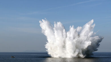 بالفيديو.. انفجار قنبلة تتسبب في زلزال وسط المحيط: وزنها 40 ألف رطل