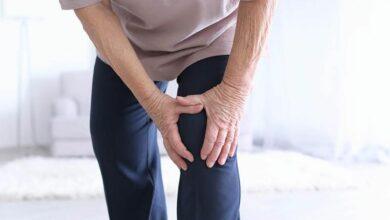 7 علاجات طبيعية لآلام مفصل الركبة