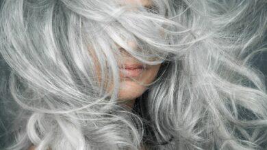 لهذا السبب.. لون الشعر يتحول إلى الرمادي في السن المبكر