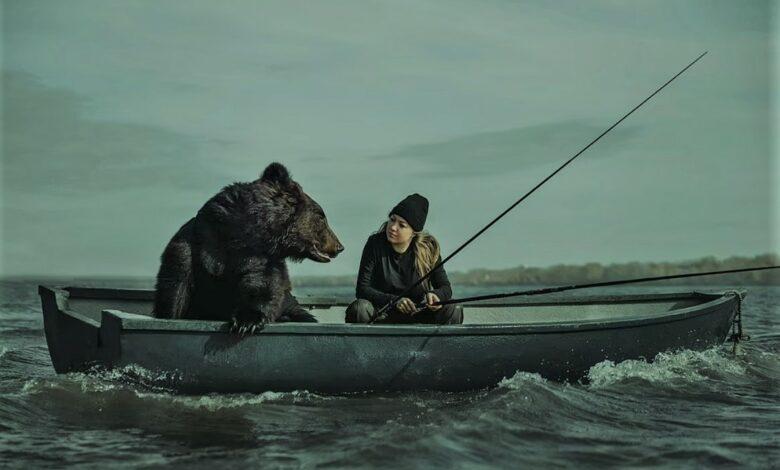 صداقة غير عادية بين سيدة ودب روسي