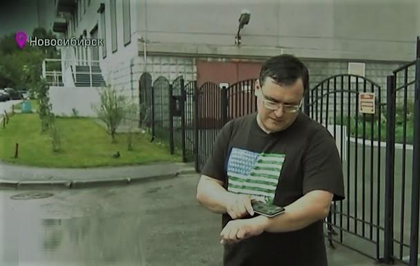 على طريقة «اللمبي 8 جيجا».. طبيب يزرع شرائح في يده