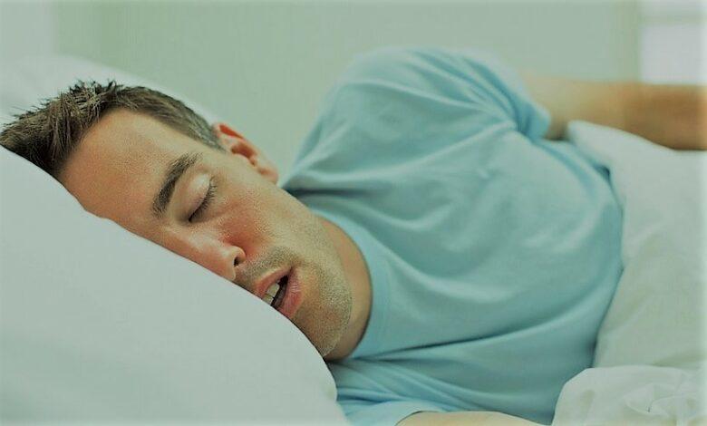 لماذا ننام كثيرًا في أيام الأعياد أكثر من غيرها؟ 5 أسباب علمية