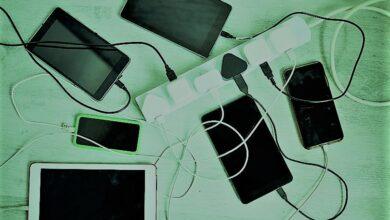 العلماء يبتكرون جهاز جديد..اشحن الهاتف من عرقك أثناء النوم بـ«الكأس المقدسة»