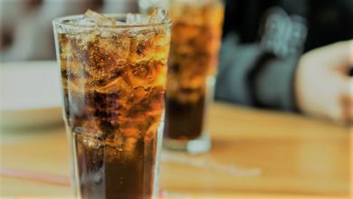 شرب الكثير من الصودا يؤدي للإصابة بالخرف.. دراسة توضح